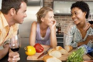 Freunde beim Abendessen